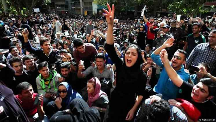 صحف عالمية: الشعب الإيراني ينتفض ضد خامنئي ونظامه