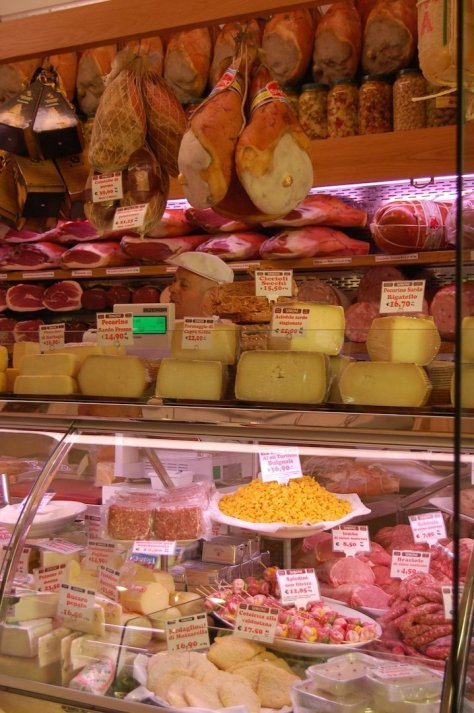 Italian cheeses, mortadella and more in the amazing delicatessens of the town