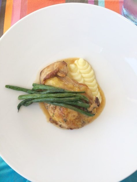 Pan-seared chicken breast with mashed potato and green beans