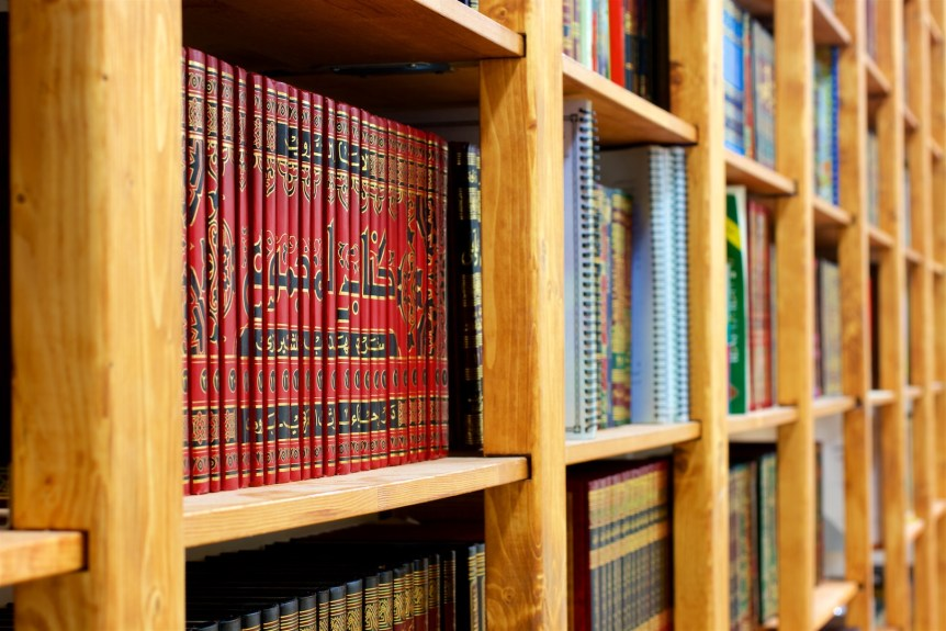 Bookshelves full of Qur'an and Arabic courses book