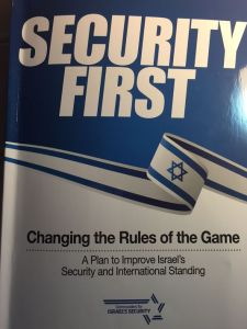 """خطة """"الأمن أولاً"""" التي أعدها أكثر من 200 جنرال متقاعد من جيش الدفاع الإسرائلي تهدف إلى تعزيز الموقف الأمني والمكانة الدولية الإسرائيلية.(صورة: باربرا أوبال روم/طاقم العمل)"""