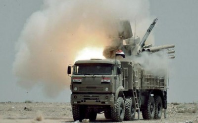 المضادات الأرضية السورية تتصدى لطائرات مسيرة وتسقط إحداها بمحيط مطار حماة