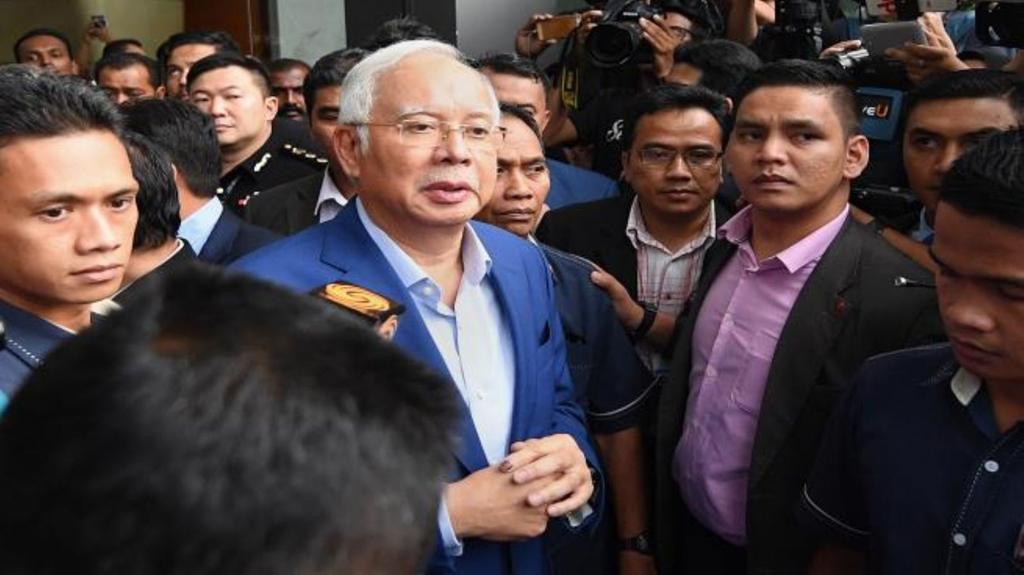 القضاء الماليزي يوجه تهمة الفساد الى رئيس الوزراء السابق نجيب رزاق