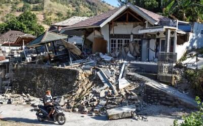 26 قتيلا في زلزال ضرب اندونيسيا