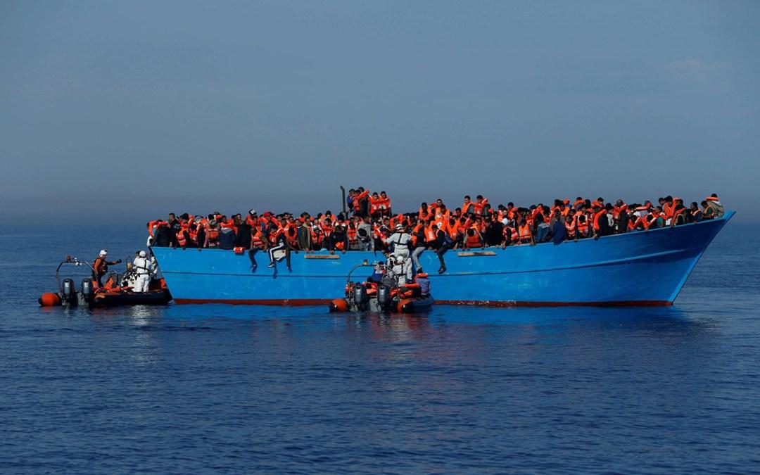 إنقاذ مئات المهاجرين قبالة اسبانيا