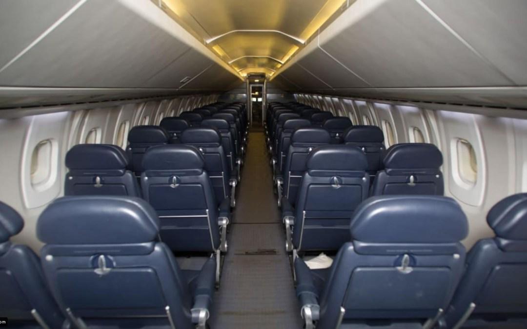 أسوأ 5 مقاعد على متن الطائرة.. تجنبها