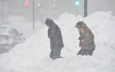 عاصفة ثلجية تجتاح الغرب الأوسط الأميركي… وإلغاء مئات الرحلات الجوية