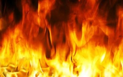 إصابات وإجلاء نحو 40 مواطنا من مبنى جراء حريق مستودع في صيدا