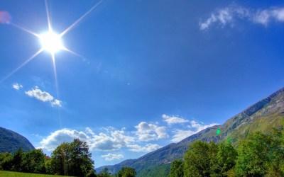 طقس اليوم قليل الغيوم دون تعديل يُذكر بدرجات الحرارة