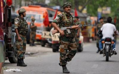 حظر التجمعات العامة وإغلاق المدارس في كشمير الهندية