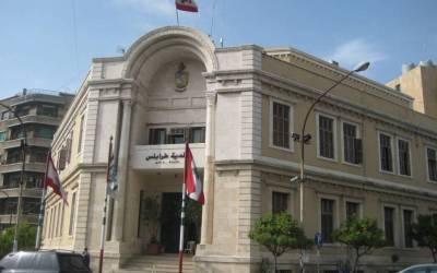 محتجون اقتحموا مبنى بلدية طرابلس وطالبوا بخروج الموظفين واغلاق المبنى