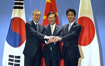 قادة الصين وكوريا الجنوبية واليابان يبحثون التوترات في كوريا الشمالية