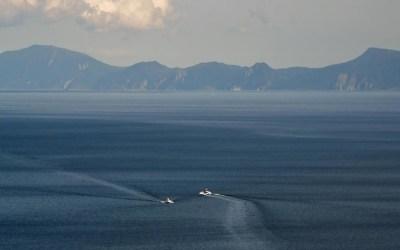 روسيا تفرج عن 24 صيادا يابانيا احتجزوا قرب جزر متنازع عليها