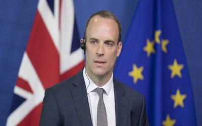 حكومة بريطانيا: نبحث إنهاء الإغلاق العام والعودة للحياة الطبيعية بحلول تموز