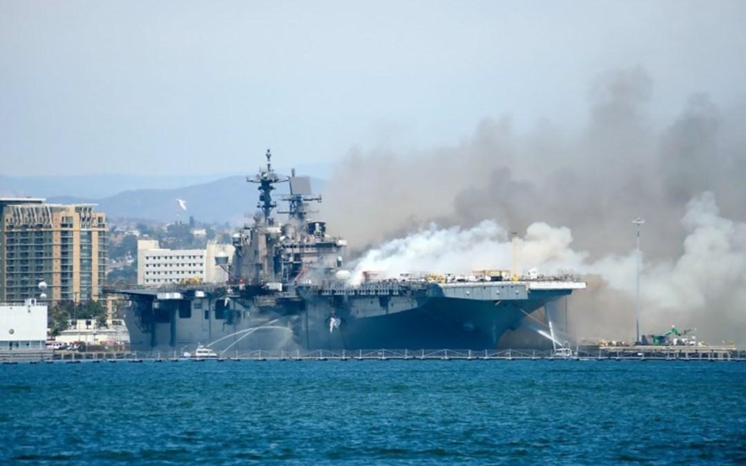 إصابة 12 شخصا في حريق على متن سفينة حربية أميركية في كاليفورنيا