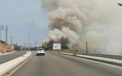 حريق كبير في حارة صيدا في محاذاة اوتوستراد الشماع والدخان يغطي سماء المنطقة