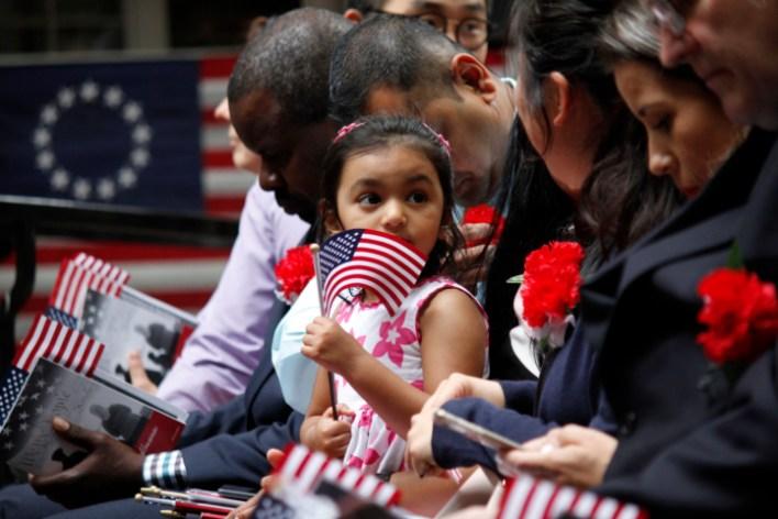 صورة أرشيفية لمراسم الحصول على الجنسية الأمريكية - رويترز