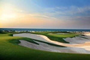 Ein Golfplatz gehört direkt zum Park Hyatt Hotel
