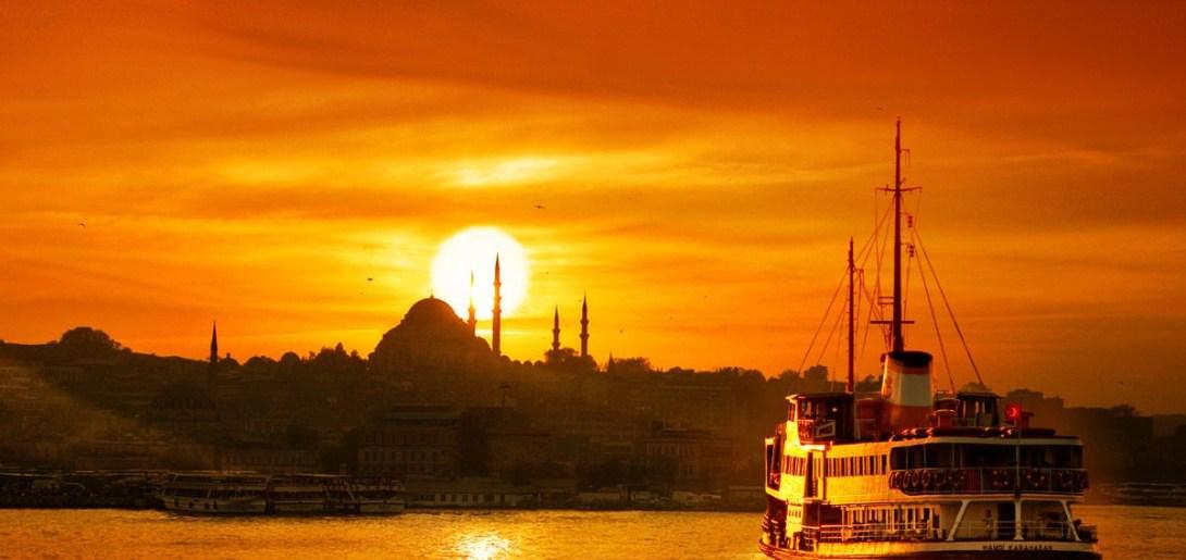 إسطنبول مدينة تقع في حبها وانت بين احضانها، وحين تتركها تحس بألم ومغص، وسرعان ما ترغب في لقاء جديد.