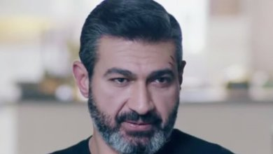 Photo of شاهد.. صورة نادرة تجمع ياسر جلال بوالديه