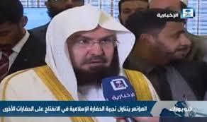 Photo of إمام الحرم المكي: الملك سلمان وترامب يقودان العالم