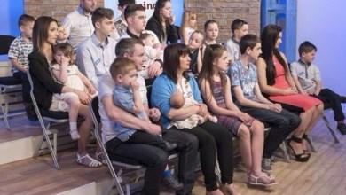 Photo of أكبر عائلة في بريطانيا ترحب بطفلها العشرين