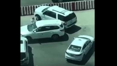 Photo of شاهد.. سعودية تنقذ سائقها في شارع مزدحم بالرياض!