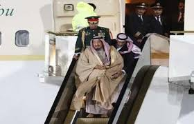 Photo of الكرملين يعلق على حادث تعطل سلّم الطائرة أثناء استقبال الملك سلمان في موسكو