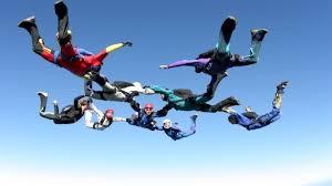Photo of مظليون روس يحطمون رقما قياسيا بقفزة جماعية (فيديو)