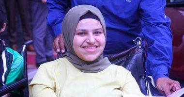 Photo of بالصور.. بعد حصولها على سيارة السيسي.. الأولى على الثانوية: الرئيس حقق حلمى