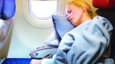Photo of النوم على متن الطائرة قد يضر بالسمع
