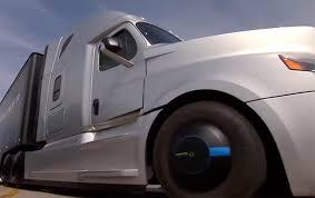 """Photo of """"تسلا"""" تطرح شاحنات كهربائية ذاتية القيادة"""