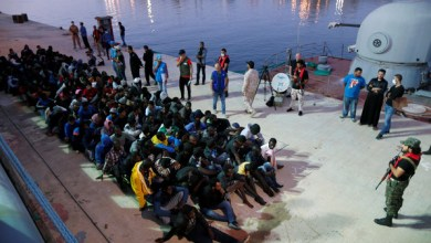 Photo of خفر السواحل الليبي يعترض زورقاً مكدساً بالمهاجرين