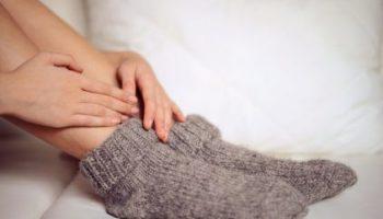 أسباب برودة القدمين في الفصل iStock-495421572-102