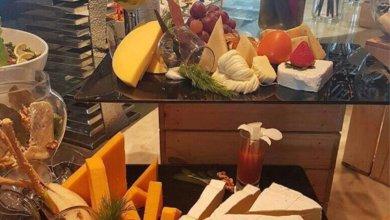"Photo of فندق شهير في الخُبر يغرد بالدعوة لتناول  ""الجبن والخمر"""