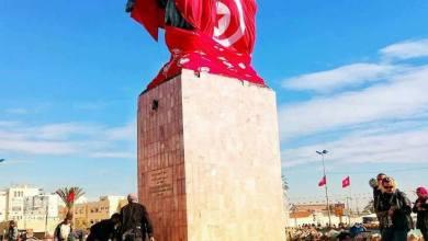 Photo of تونس.. احتجاجات ضد نصب تمثال لبورقيبة في صفاقس