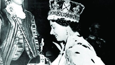 Photo of إليزابيث الثانية: التاج يكسر الرقبة