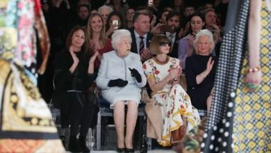Photo of الملكة إليزابيث في أسبوع الموضة لأول مرة