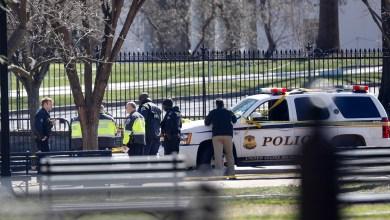 Photo of رجل يطلق النار على نفسه أمام البيت الأبيض