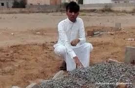Photo of شرطة جازان توضح حقيقة شاب ظهر باكيًا على قبر شقيقه: القاتل في السجن