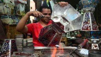 Photo of بصناعة الفوانيس.. أسرة مسيحية تضيء ليالي رمضان في مصر