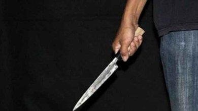 Photo of مهاجم يحمل سكيناً يقتل اثنين من المصلين في مسجد