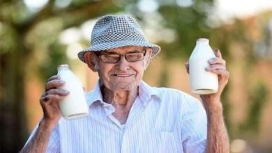 Photo of تعرف على بائع الحليب الأكبر سناً في العالم