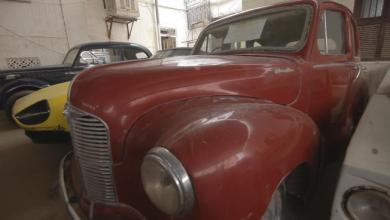 Photo of يمني لديه 60 سيارة كلاسيكية يرفض التفريط بها