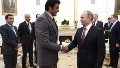 Photo of أمير قطر يتسلم من بوتين راية رمزية لتنظيم كأس العالم 2022