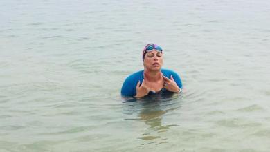 Photo of تونسية تقطع 20 كيلومتراً سباحة احتفالاً بيوم المرأة…من صفاقس إلى قرقنة