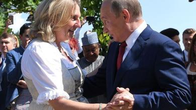 Photo of وزيرة خارجية النمسا: انحناءتي أمام بوتين ليست خضوعا