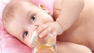Photo of لا تقدمي لرضيعك شاي البابونج واليانسون قبل هذا العمر