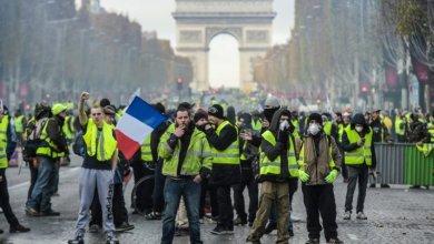 Photo of رسوم المحروقات تشعل فرنسا.. صدامات وإلقاء مقذوفات ونزع جحارة الأرصفة