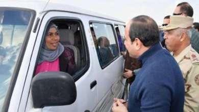 "Photo of السيسي يجبر بخاطر سائقة ""ميكروباص"" بهذه الطريقة!"